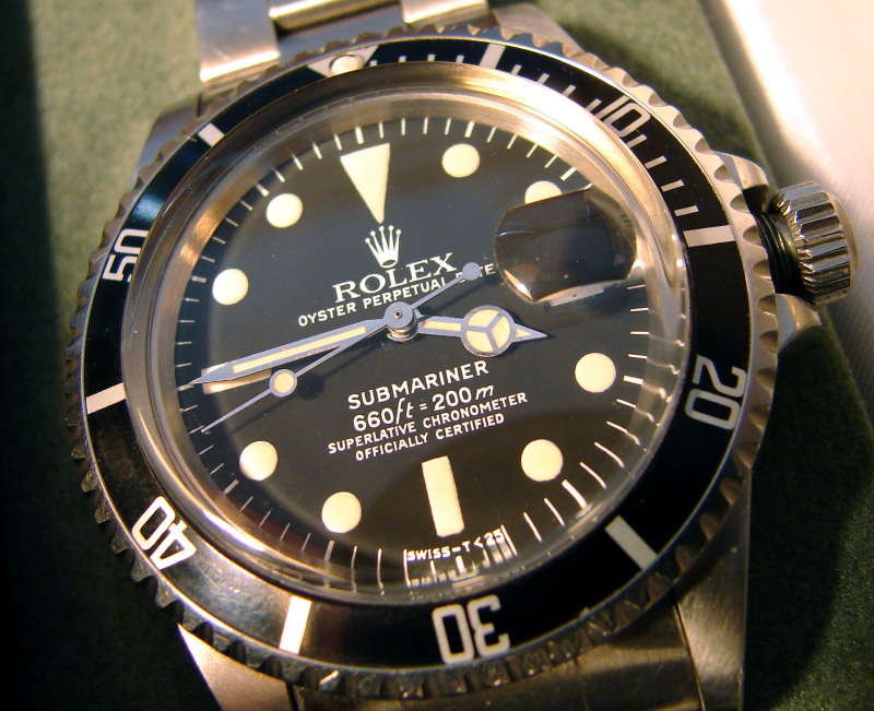 """This one in eBay is NOT a genuine Close """"66"""" Mk. RED Sub Dial...originally.  It has been ALTERED(""""SUBMARINER"""" plot repainted in RED)."""